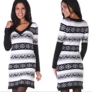 Dresses & Skirts - Snowflake holiday sweater dress